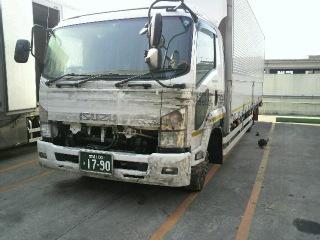 被害を受けたトラック 写真は宮城県で津波被害にあったトラックです。地元下野市の大型車修理専門..